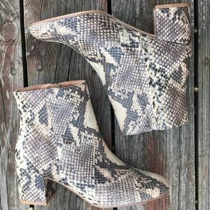 NWOT URBAN OUTFITTERS Faux Snake Skin Ankle Boots
